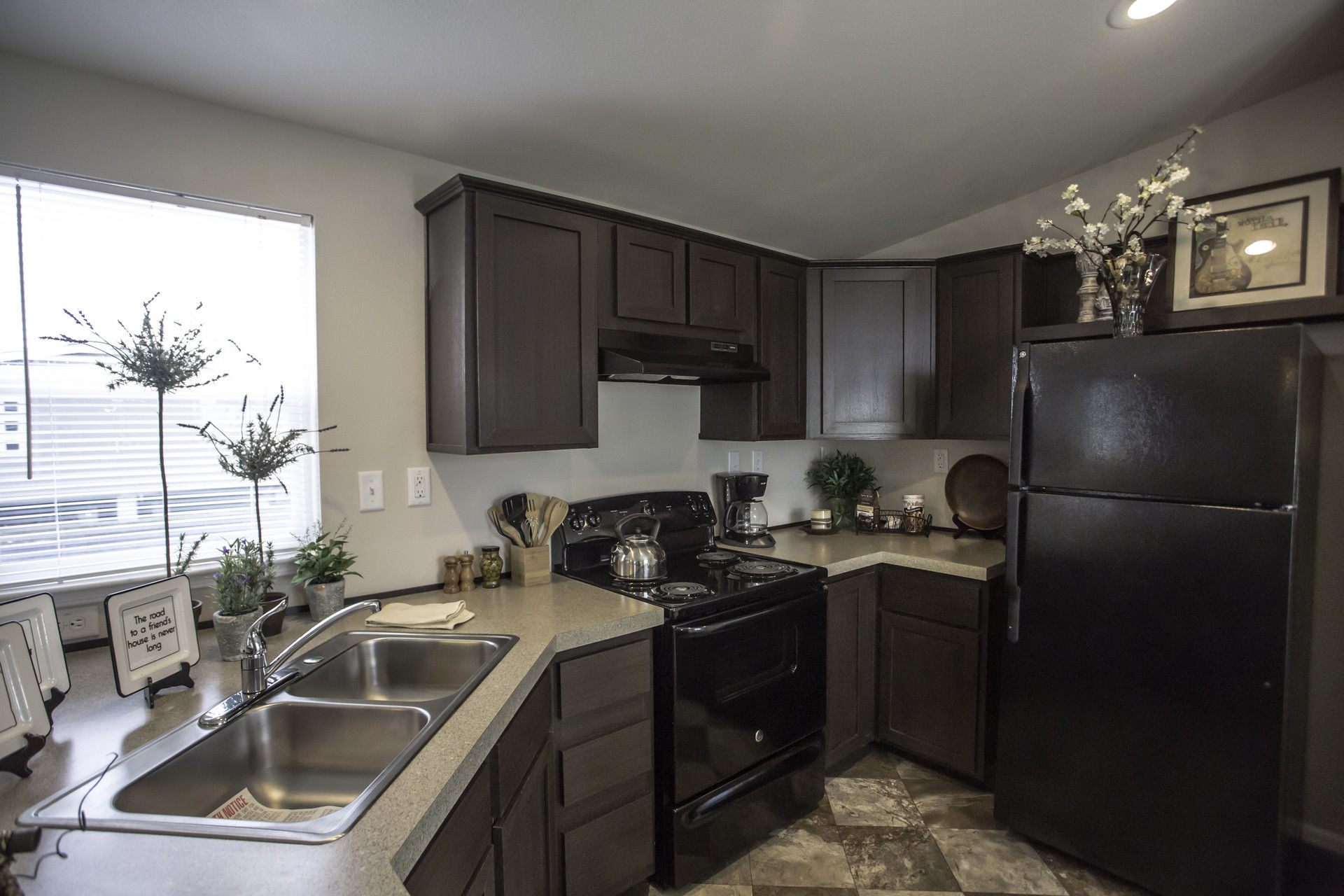 Modular Homes Arizona >> Palm Harbor (Albany,OR) 2 Bedroom Manufactured Home Perris for $46900 | Model 4P56S70 from Homes ...